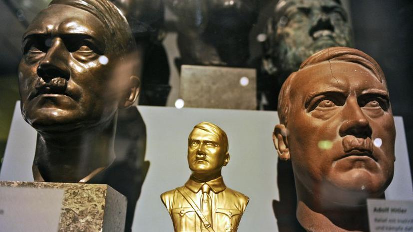 В Варшаве установили статую молящегося Гитлера, еврейская община негодует
