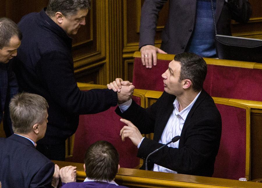 Эксперт: Виталию Кличко пришлось влиться в партию Порошенко из-за провального управления Киевом