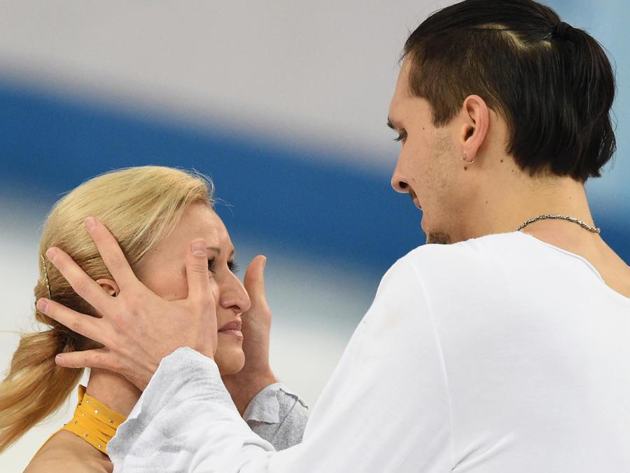 Олимпийские итоги среды: золото и серебро российских фигуристов и начало хоккейного турнира