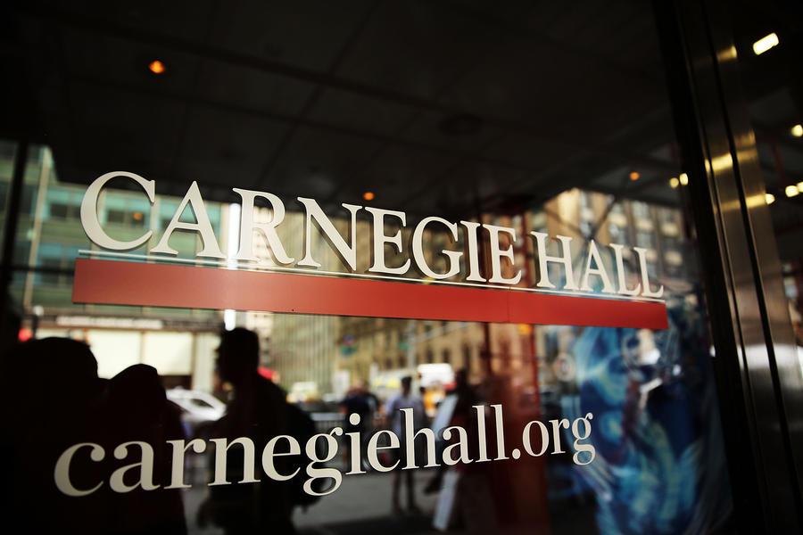 Концерт Гергиева в Нью-Йорке прервали гей-активисты