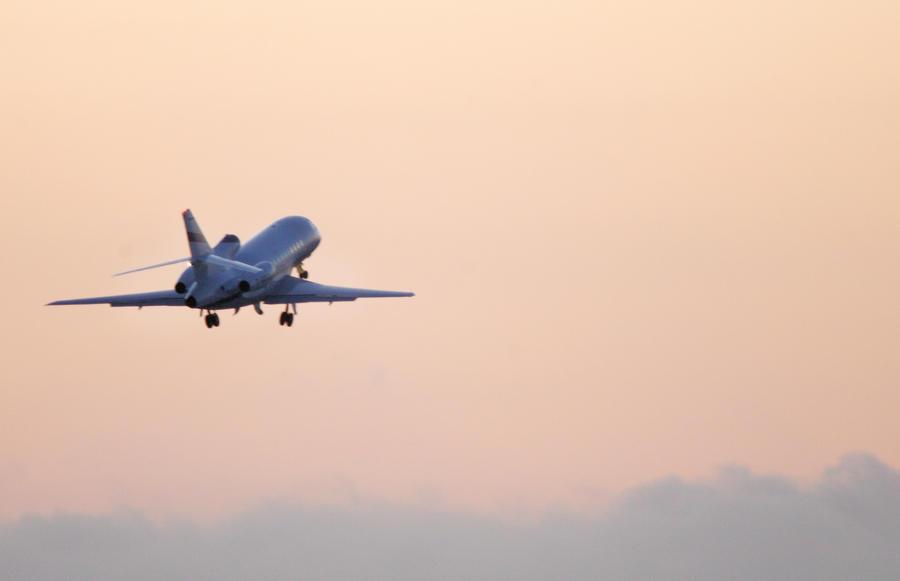 Исландский бизнесмен готов отвезти Сноудена в Исландию на собственном самолёте