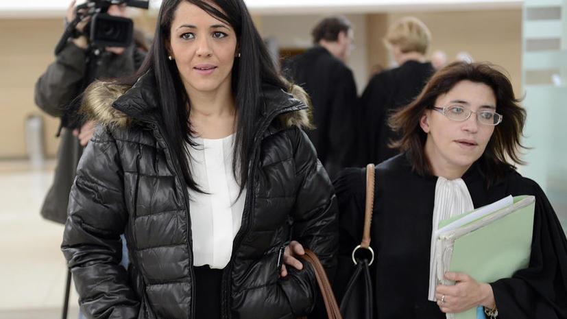 Суд Франции оправдал женщину, надевшую на своего сына футболку «Я – бомба»