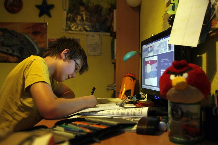 Попали в сеть: американские педиатры призывают родителей оградить детей от Интернета