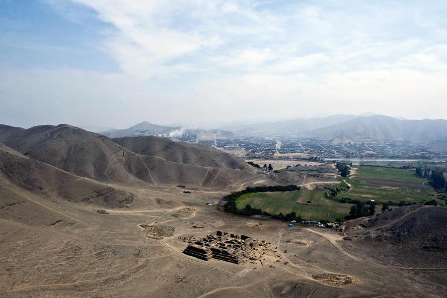 В Перу строители бульдозерами снесли древнейшую пирамиду