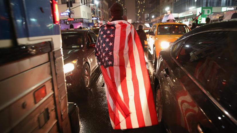 В США тысячи демонстрантов вновь вышли на улицы в знак протеста против расовой дискриминации