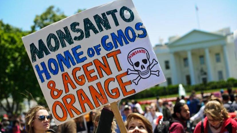 Протестующие против ГМО разбросали сумки с деньгами в одном из зданий Сената в Вашингтоне