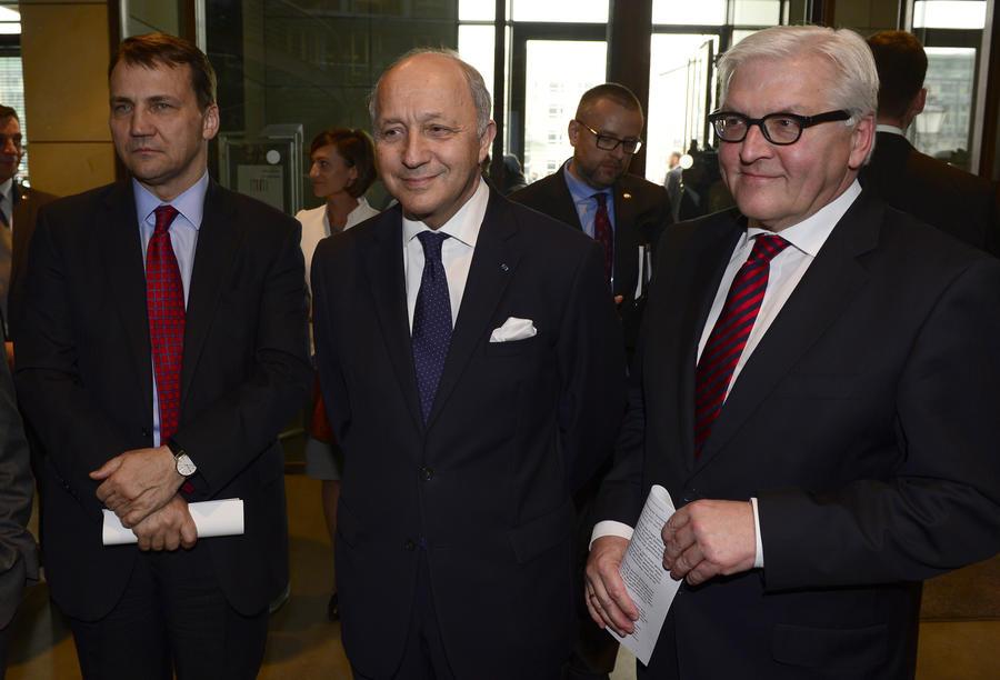 Главы МИД Германии, Франции и Польши призвали власти Украины дистанцироваться от экстремистов