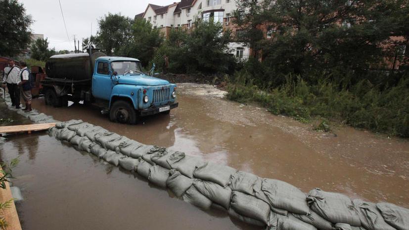 В посёлке близ Комсомольска-на-Амуре вода прорвала дамбу, идёт эвакуация