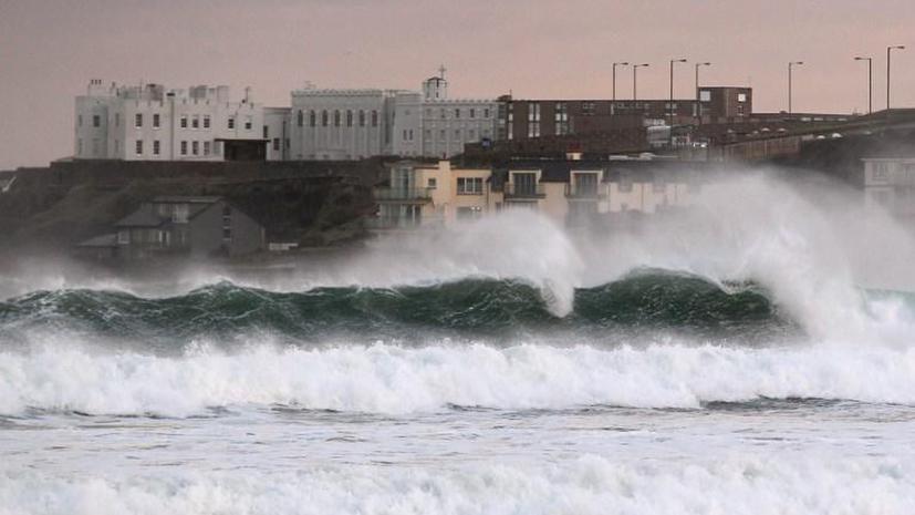 Из-за шторма в Великобритании затопило ряд регионов