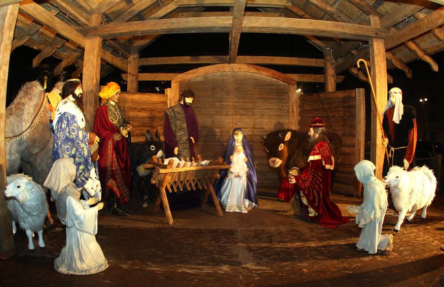 Суд во Франции запретил установку традиционных рождественских яслей