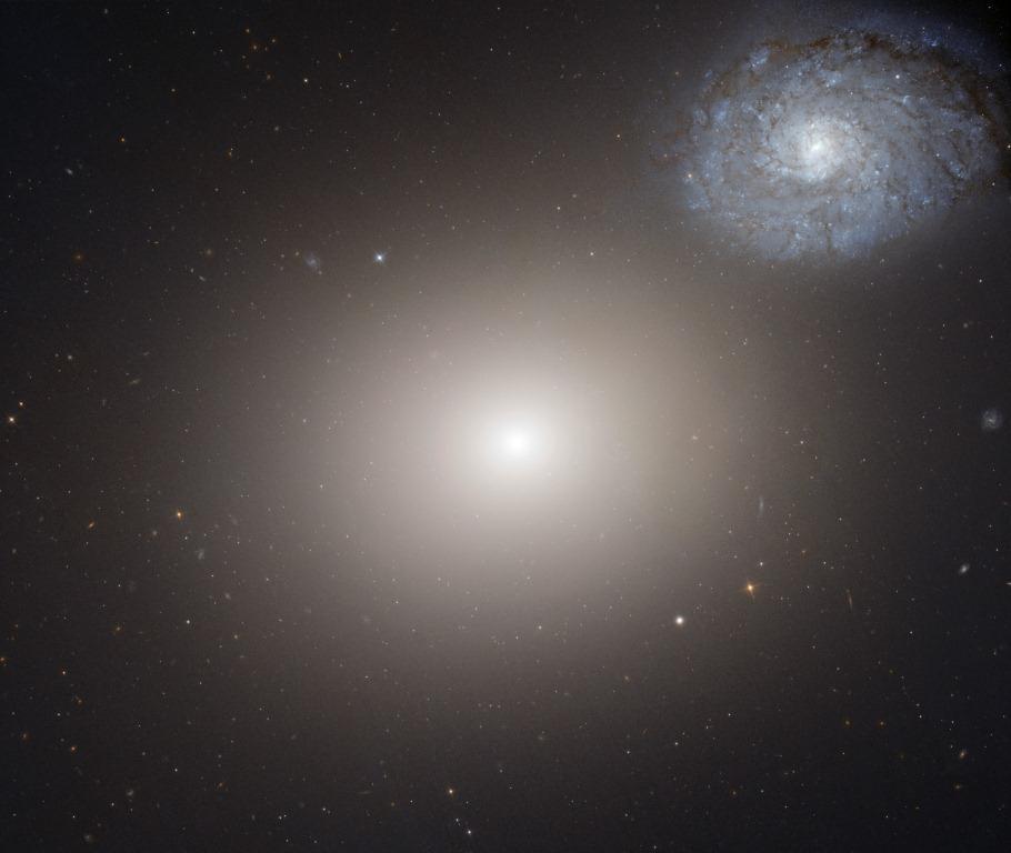 Астрономы обнаружили самую большую черную дыру во Вселенной