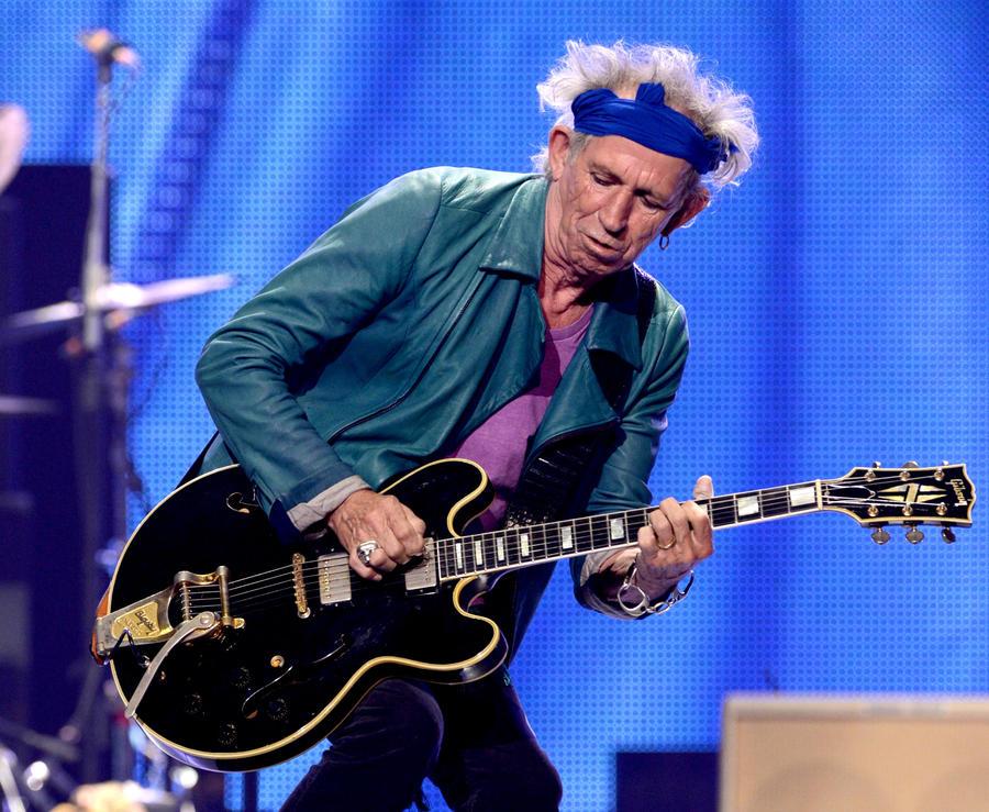 Гитаристу The Rolling Stones грозит штраф в £3 тыс. за библиотечный долг полувековой давности