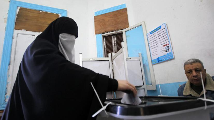 В окружении президента Египта первые потери из-за новой Конституции