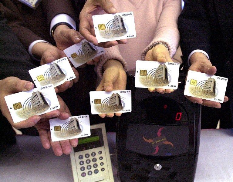 С 2015 года в России бумажные паспорта начнут заменять пластиковыми картами
