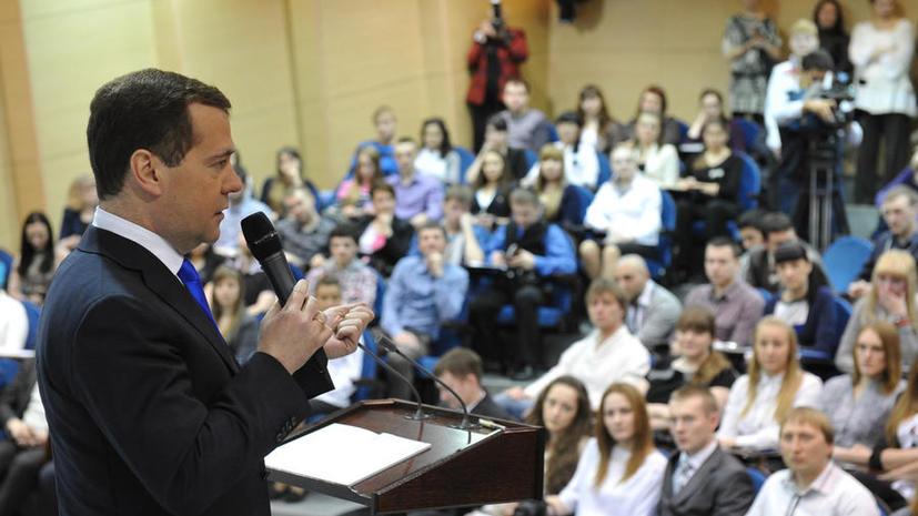 Программу по оплате обучения россиян за рубежом заморозили