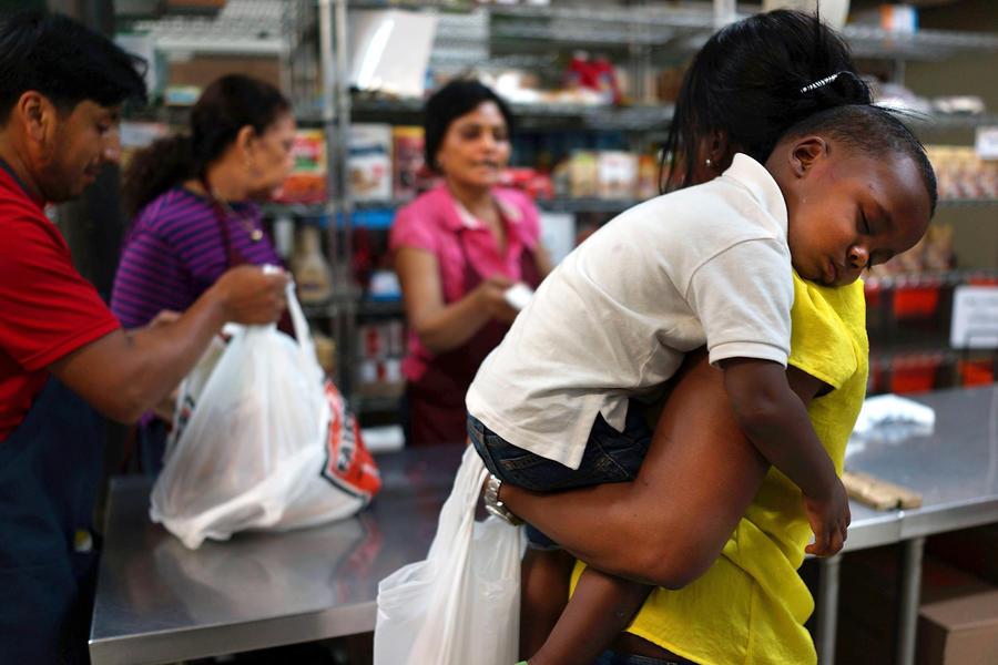 США сокращают продовольственную программу для малоимущих