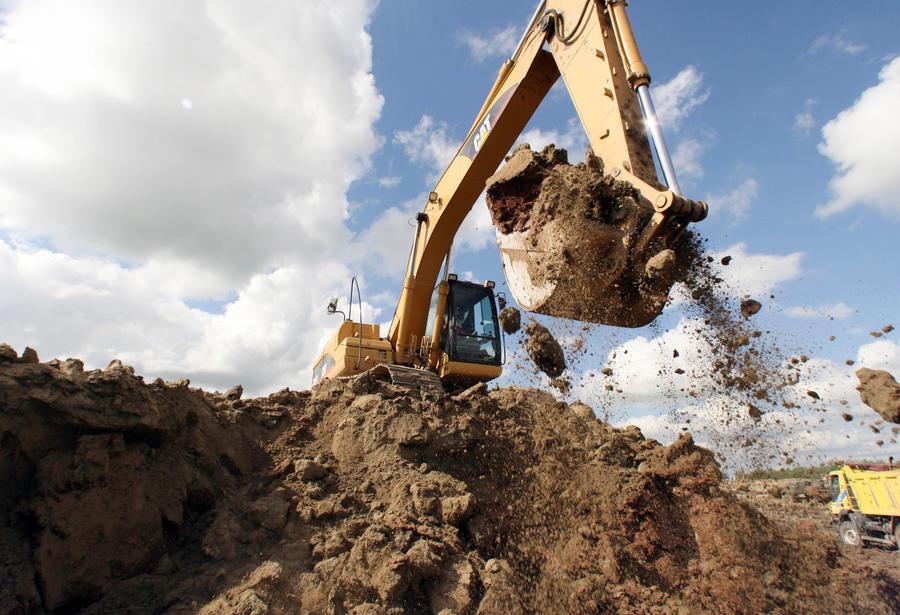 Губернатор-олигарх вырыл ров на границе Донецкой области и России