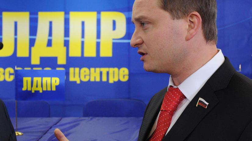 Молдавских дипломатов обвинили в торговле дипломатическими номерами