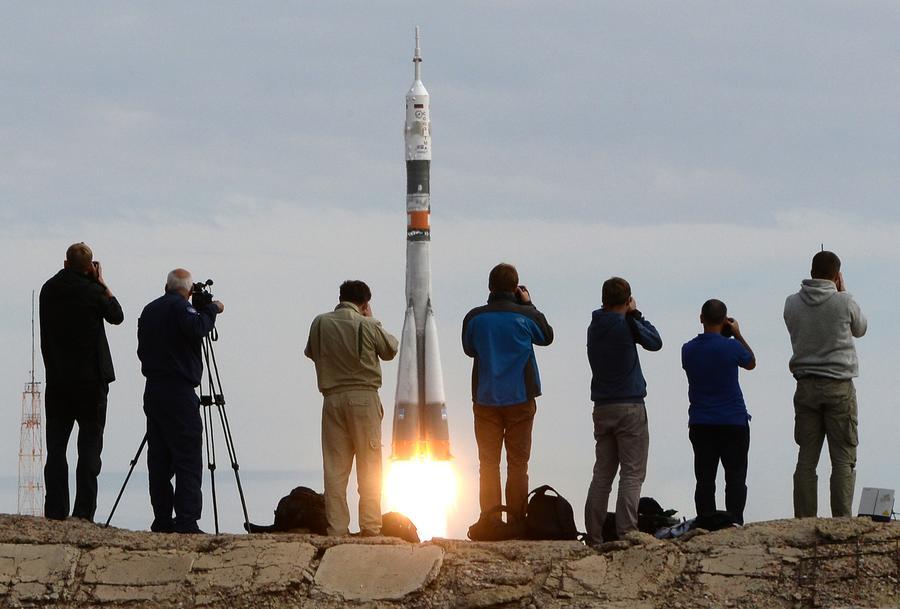Роскосмос будет развивать космический туризм на Земле