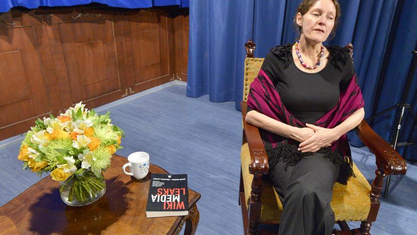 Мать Джулиана Ассанжа: Даже заключённым дают час на прогулку