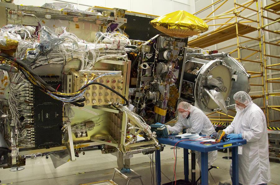 Япония тестирует магнитную сеть, притягивающую космический мусор