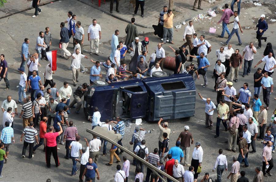 Из-за беспорядков в Египте туристы не могут добраться до аэропорта и вылететь домой