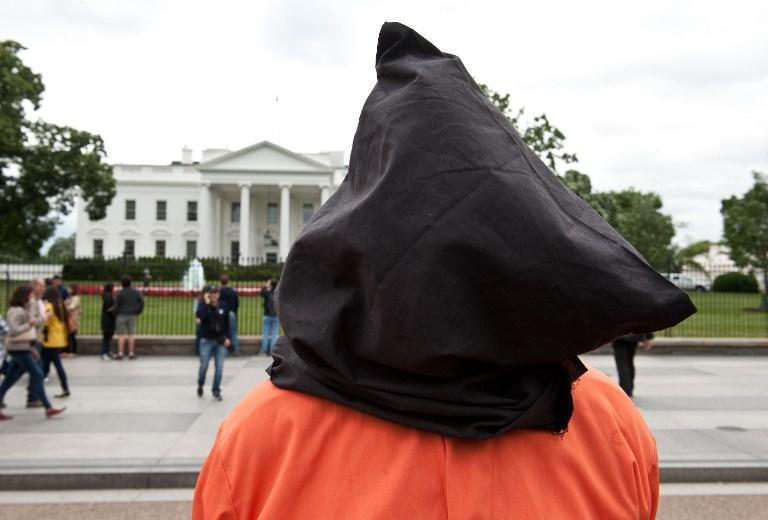 Узники Гуантанамо требуют прекратить насильственное кормление