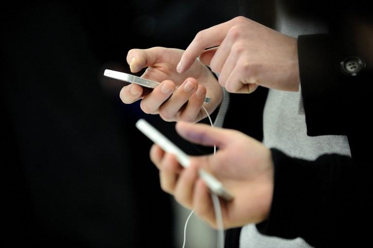 Мобильные телефоны вызывают массовое помешательство