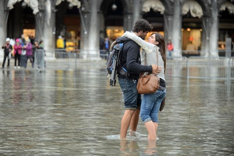 Итальянские пары смогут предаться страсти на уличных «остановках любви»
