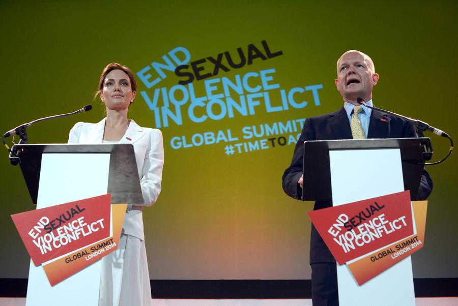 Анджелина Джоли открыла Глобальный саммит против изнасилований