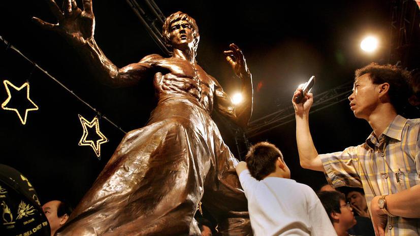 Гонконг отметил годовщину смерти Брюса Ли открытием выставки
