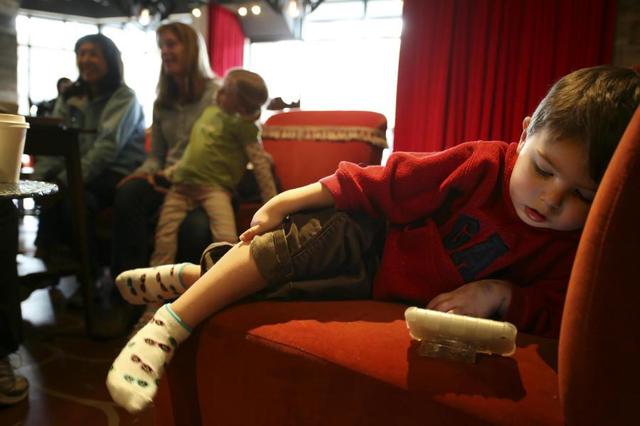 Учёные: iPad вреден для эмоционального развития детей
