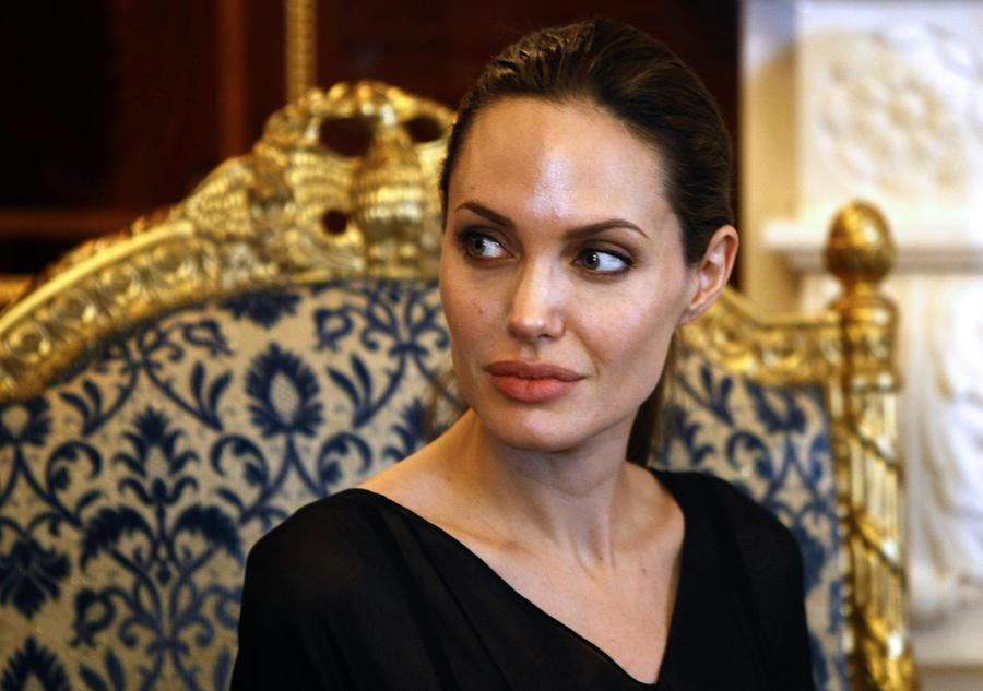 Анджелине Джоли удалили обе молочные железы