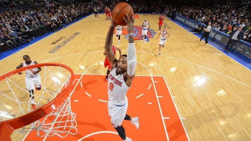 Баскетболист «Никс» Джей Ар Смит оштрафован на $50 тыс. за развязывание шнурков соперников