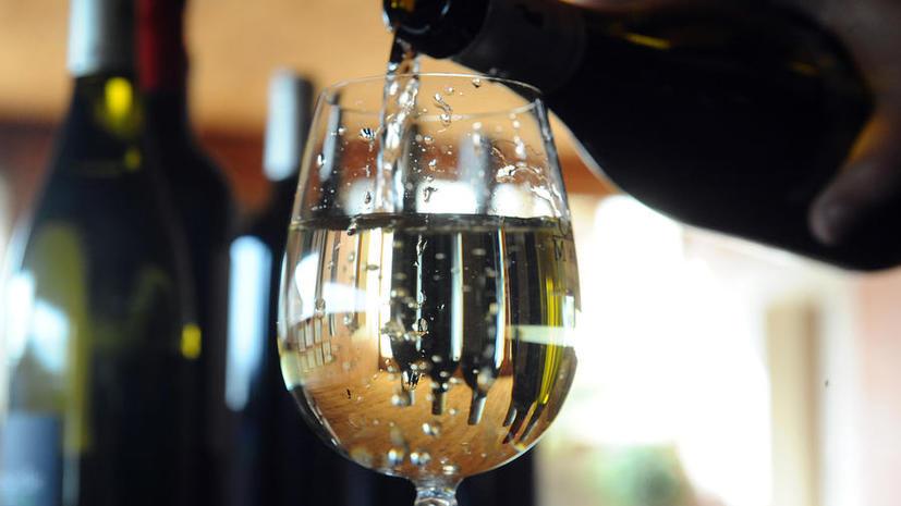 Франция борется с кризисом, распродавая вина из погребов Елисейского дворца