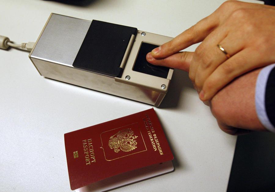 В биометрические загранпаспорта будут обязательно вносить отпечатки пальцев