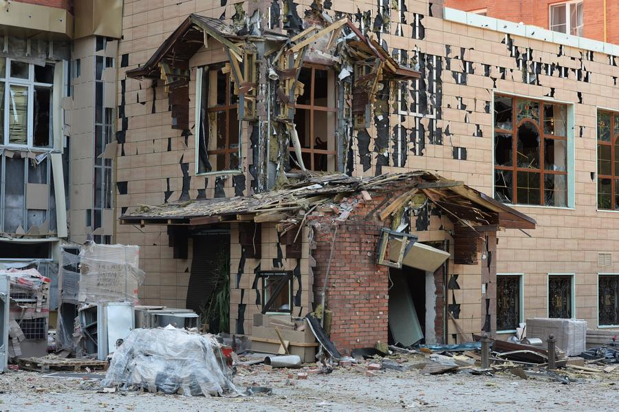 Донецк попал в окружение украинской армии, Луганск уже неделю без электричества и воды