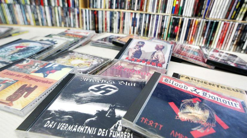 Немцы получили на Рождество диск с нацистскими песнями
