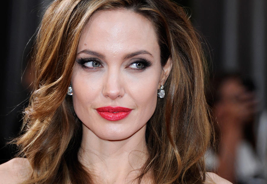 Яичники вслед за грудью: Анджелине Джоли предстоит новая хирургическая операция