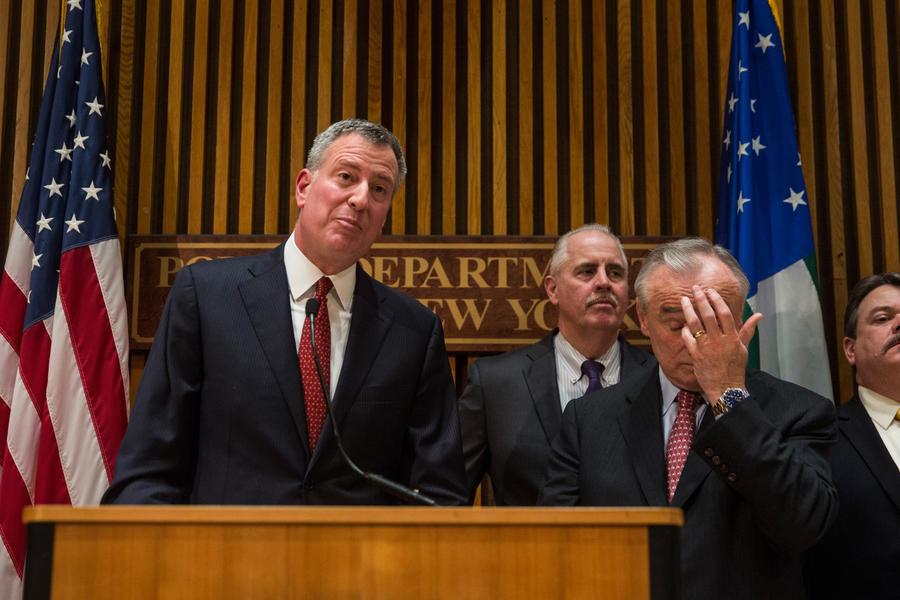 Копы против мэра: нью-йоркские полицейские выразили Биллу де Блазио свой протест