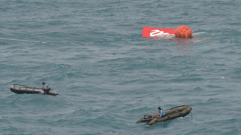 Водолазы МЧС РФ приняли активное участие в поднятии со дна моря хвоста самолёта AirAsia