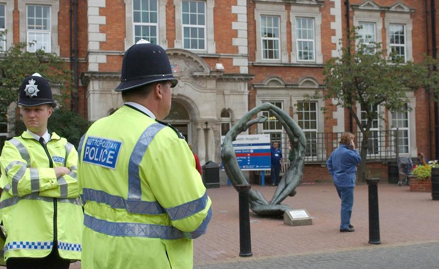 Более 660 подозреваемых в педофилии арестованы в Великобритании