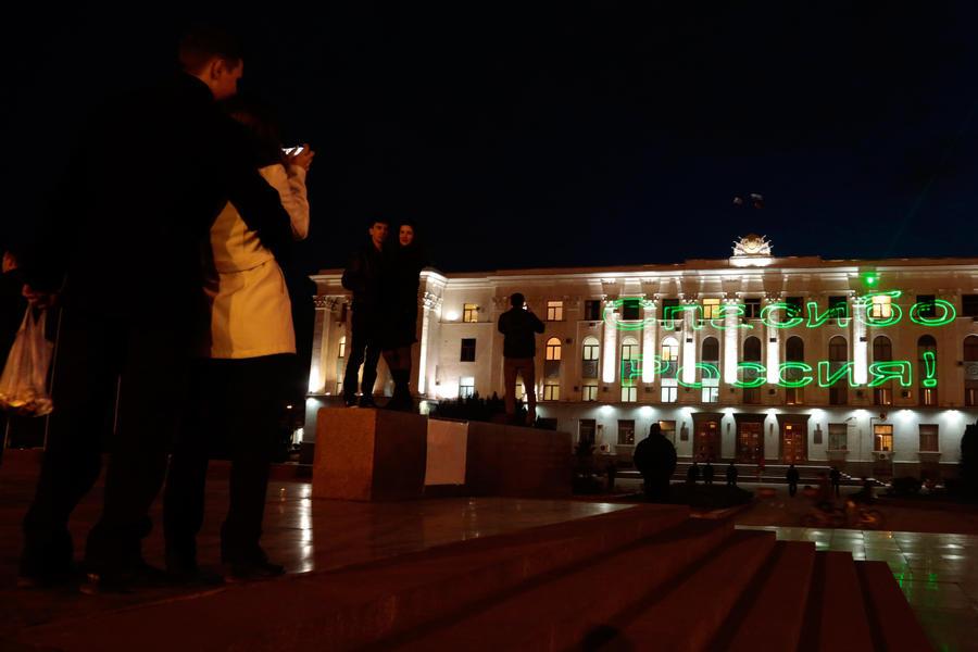 Крым и Севастополь приняли решение о вхождении в состав России