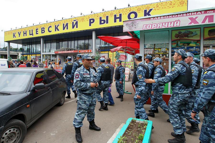 Задержан подозреваемый в нападении на полицейского на Матвеевском рынке