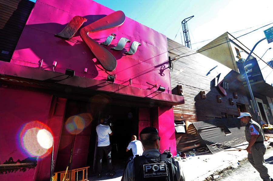Суд выпустил под залог обвиняемых в крупном пожаре в бразильском ночном клубе, где погибли 242 человека
