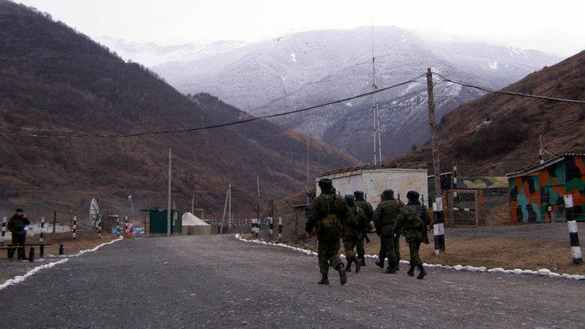 СК: Два полицейских погибли, 15 ранены в ходе спецоперации по задержанию боевиков в Чечне