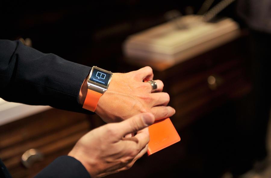 Samsung выведет на рынок «умные» часы