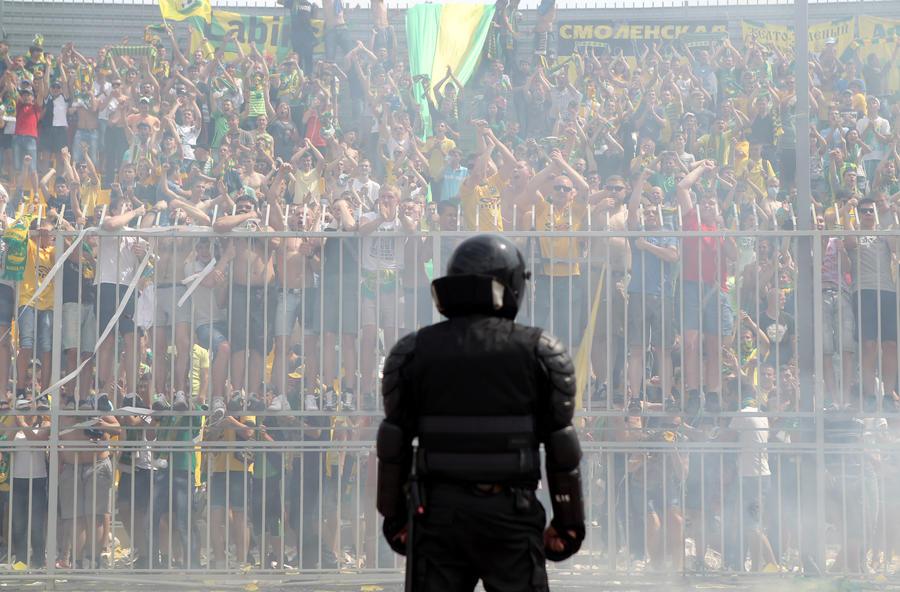 Буйных болельщиков отлучат от футбола на семь лет