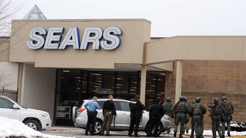 В США неизвестный открыл огонь в торговом центре, два человека убиты, пятеро пострадали