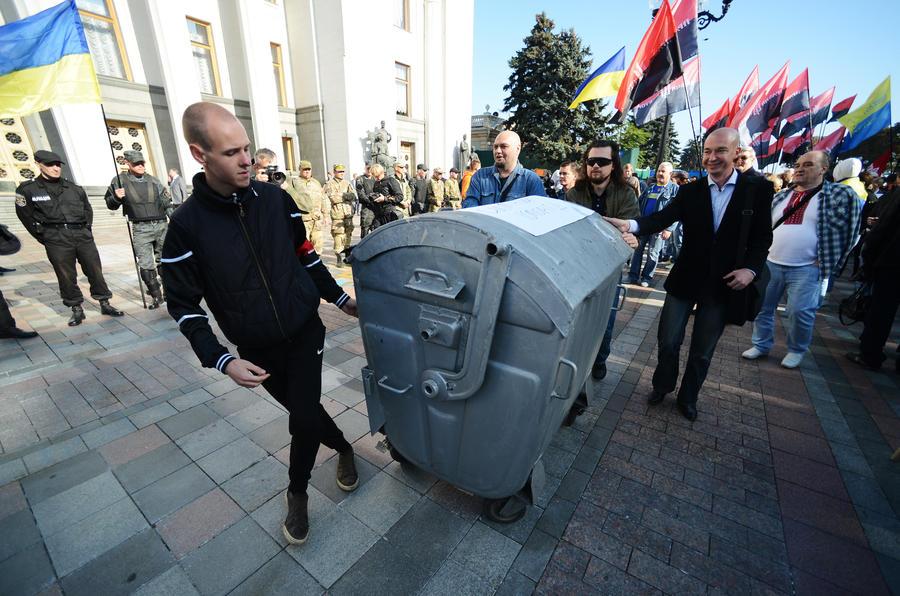 The Telegraph: «Мусорные люстрации» могут дорого обойтись Украине